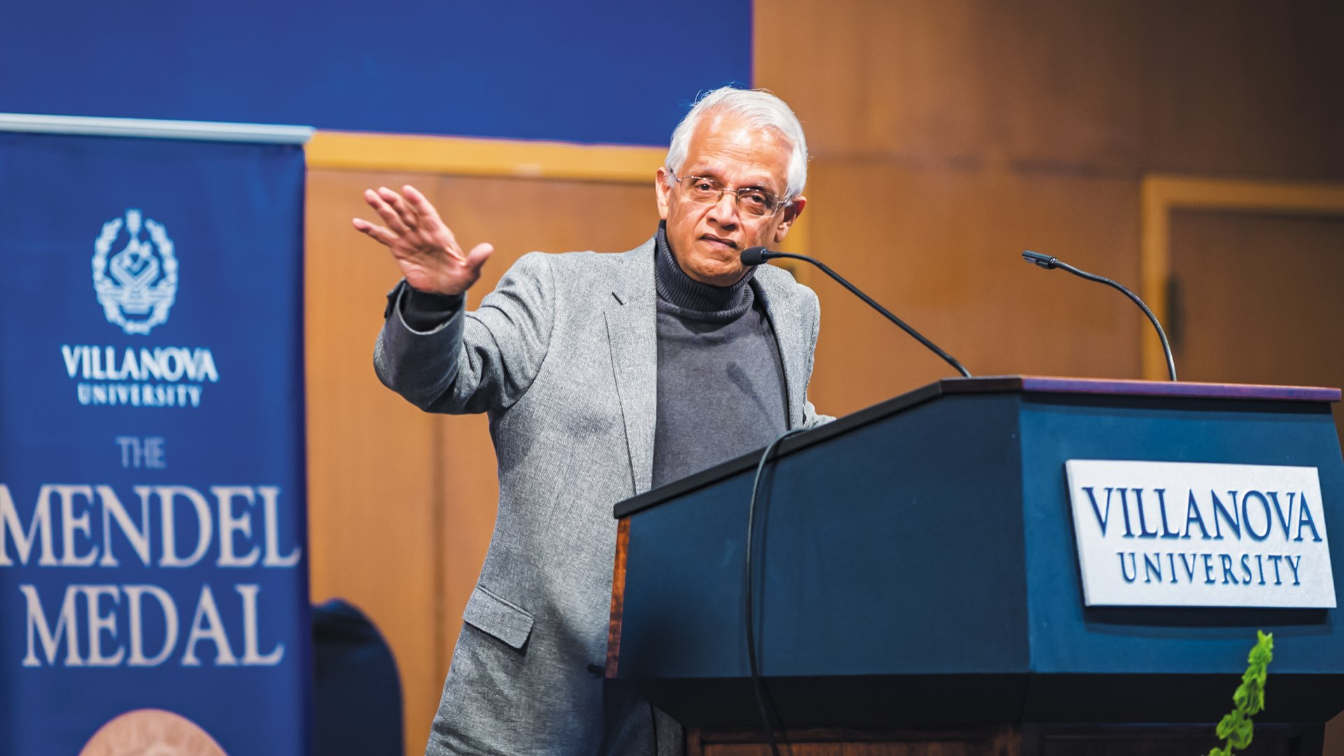 2018 Mendel Medal recipient Veerabhadran Ramanathan, PhD, speaking at a podium at Villanova