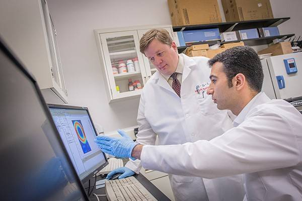 Kamran Makarian and a Villanova engineering faculty member work in the lab together.