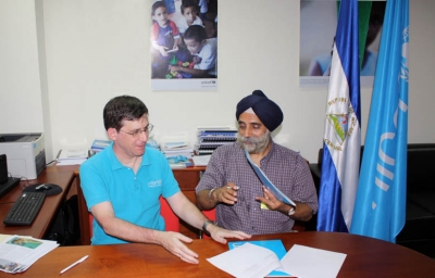 UNICEF, Nicaragua representative Philippe Barragne-Bigot signs the UNICEF-Villanova agreement with Dr. Pritpal Singh, professor and chair, Department of Electrical and Computer Engineering.