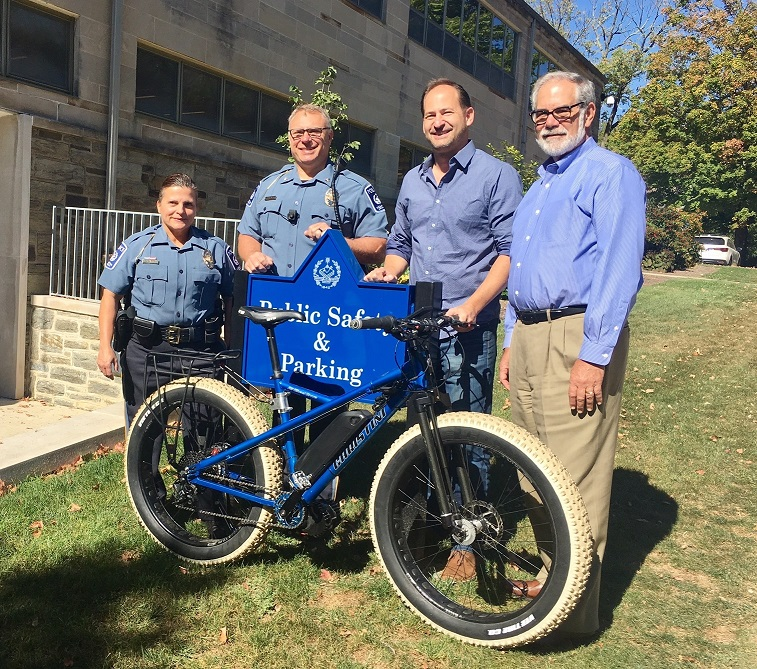Engineering Alumnus Steve Christini '95 Presents Department of Public Safety with New Electric AWD Bike