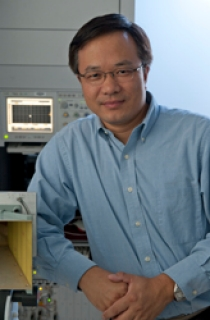 Dr. Yimin Zhang, Director of the CAC's Wireless Communications and Positioning Laboratory